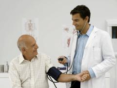 Schlaganfall-Hilfe Blutdruck messen