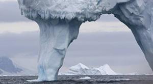 Tor im Eisberg