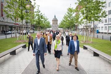 Mannheim: 228 neue Platanen mit bürgerschaftlichem Engagement gepflanzt