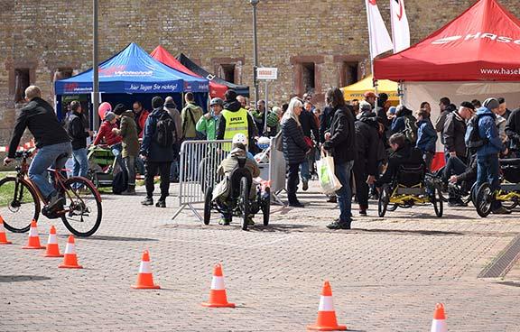 Mal ausprobieren: Der E-Parcours auf der Internationalen Spezialradmesse Ende April in Germersheim ist jedes Jahr ein Publikumsmagnet. Foto: Spezialradmesse