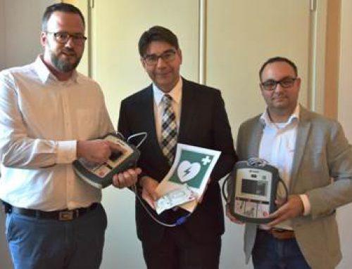 Landau: Stadt stattet Dienstgebäude mit Defibrillatoren aus