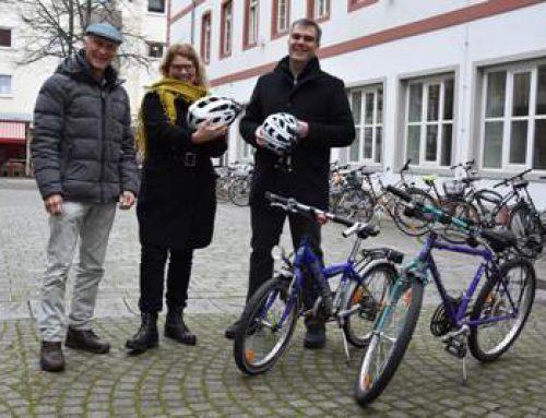 Landau: MTS-Group unterstützt Frauen-Fahrradkurse mit Fahrradhelmen