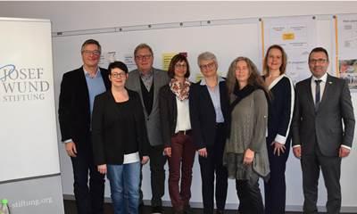 Geldspende der Josef Wund-Stiftung