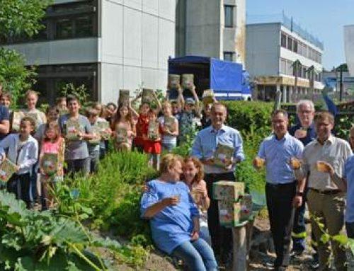 Landkreis Germersheim: Streuobstsaft-Spende an weiterführenden Schulen