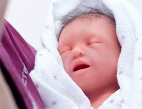 Ludwigshafen: Besondere Puppe soll im Kinderkrankenhaus Leben retten