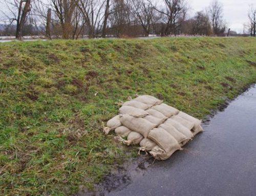 Appell an Vernunft der Bevölkerung: Deiche bei Hochwasser nicht betreten!
